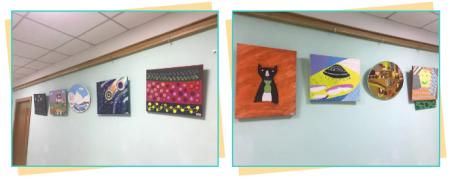 教室外走廊上挂着学生的绘画作品